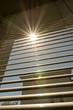 Fenster mit Sonne und den Sonnenstrahlen - 118126428