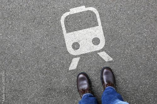 Mann Mensch Bahn Zug U-Bahn Metro fahren Mobilität Reise reisen