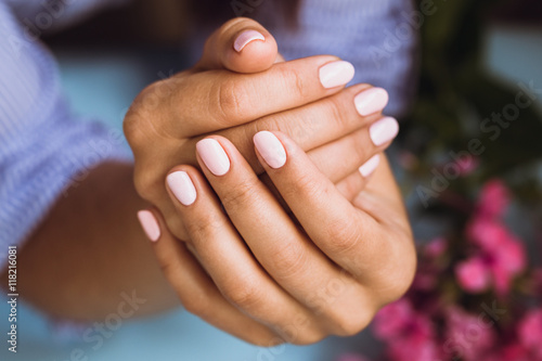 Papiers peints Manicure Beautiful woman's nails with beautiful pink manicure