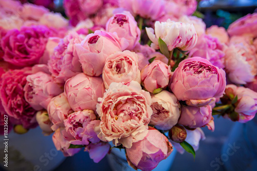 Poster Bouquet of peony flowers on the farmers Pike  market, shallow depth of field