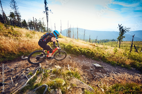 Deurstickers Fietsen Female mountain biker riding in beautiful landscape