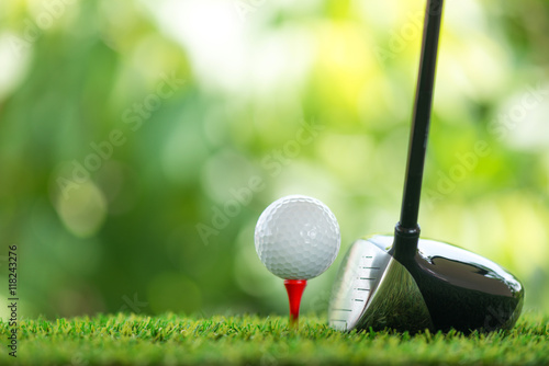 Staande foto Bol drive golf