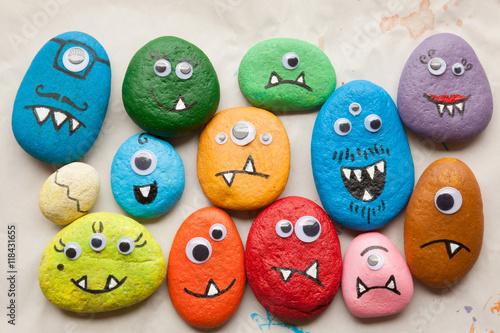 Foto Murales Painted stone monsters craft