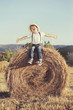 niño feliz en el campo