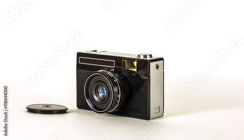 Zdjęcia na płótnie, fototapety, obrazy : Старый фотоаппарат для фотографирования на фотопленку на белом фоне