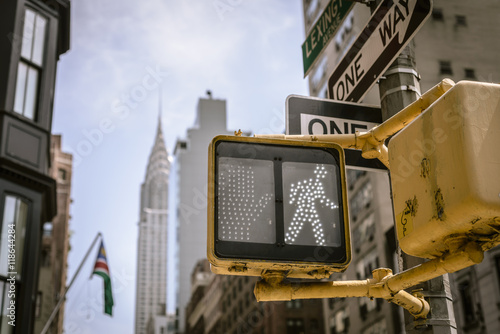 Plakat Yellow New York City crosswalk sign on busy one way street with skyline in the background