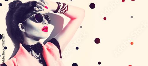 Beauty fashion model girl wearing stylish sunglasses and accessories