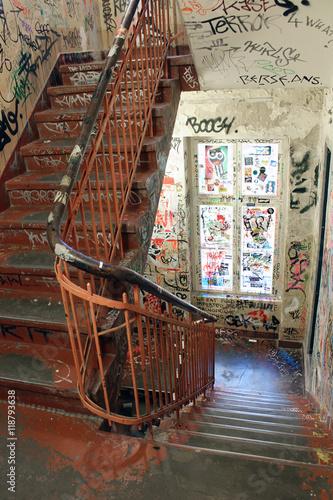 Fotobehang Graffiti Berlin / Graffitis dans une cage d'escalier