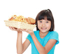 パンを持つ笑顔の女の子