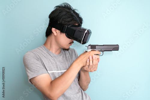 VR, 銃を持つ男性 Poster