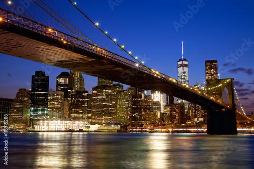 Papiers peints Bestsellers Brooklyn Bridge in New York City Manhattan at dusk