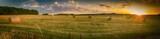 Landschaft im Sommer, Sonnenuntergang, abgeerntete Getreidefeld mit Strohballen, Panorama - 119003829