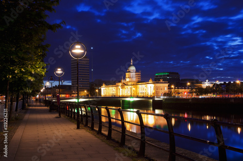 The walkway alongside the Liffey River in Dublin at night Poster