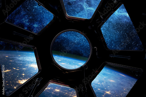 Plakat Earth and star in spaceship window porthole