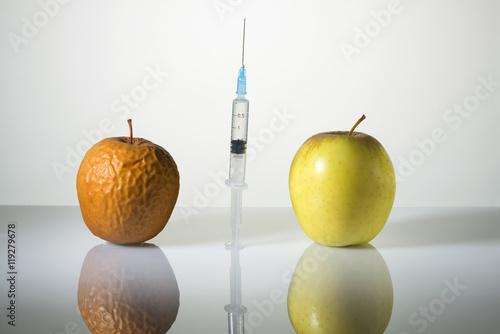 Fototapeta Wrinkled and smooth apples