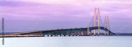 Foto op Canvas Purper Mackinaw Bridge