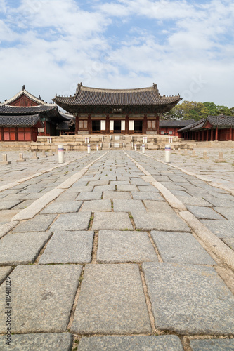 Deurstickers Seoel Junghwajeon, the main hall of Deoksugung Palace in Seoul, South Korea, viewed from the front.