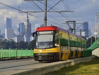 Panorama nowoczesnej Warszawy, miejskie środki transportu