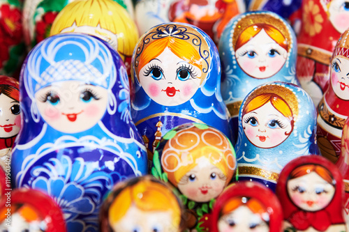 traditional russian wooden nesting dolls © Kadmy
