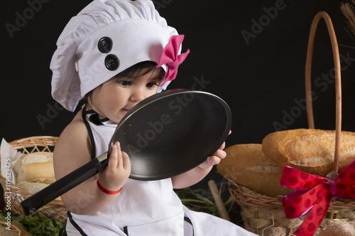 Criança cozinhando