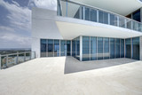 Modern balcony in luxury penthouse with Ocean view. - 119844098