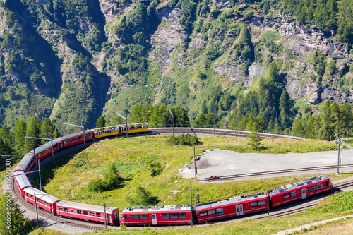 Papiers peints Voies ferrées Bernina Express (CH) - Fermata all'Alpe Grum