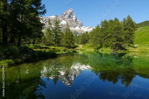 Poster Matterhorn mit Lago Blu im Vordergrund, Breuil-Cervinia, Italien