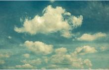 Wolken im Vintage-Stil. Himmel mit unter den alten Fotos Stilisierte Wolken.
