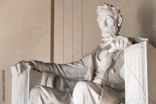 Statue of Abraham Lincoln at the Lincoln Memorial in Washington Tableau sur Toile
