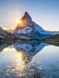 Leinwanddruck Bild - Riffelsee und Matterhorn in den Schweizer Alpen