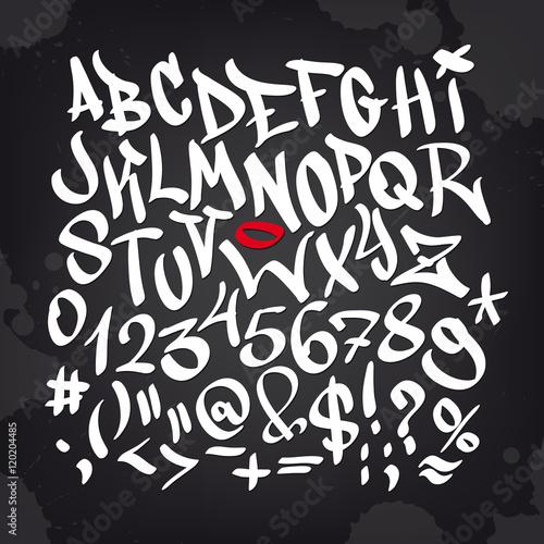 Ręcznie napisany alfabet czcionki graffiti. Wektor zestaw na czarno