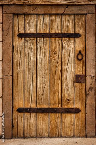 drewniane-drzwi