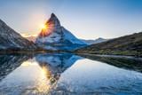 Riffelsee und Matterhorn in den Schweizer Alpen - 120412632