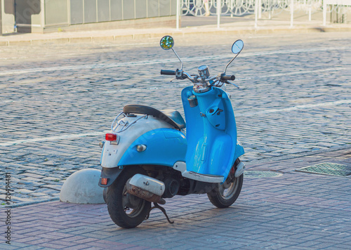Foto op Canvas Scooter Blue scooter parked on the roadside. Transport
