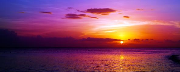 Fototapeta kolorowy zachód słońca na plaży
