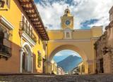Fototapety Santa Catalina Arch and Agua Volcano - Antigua, Guatemala