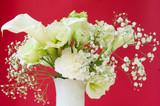 白い花でフラワーアレンジメント