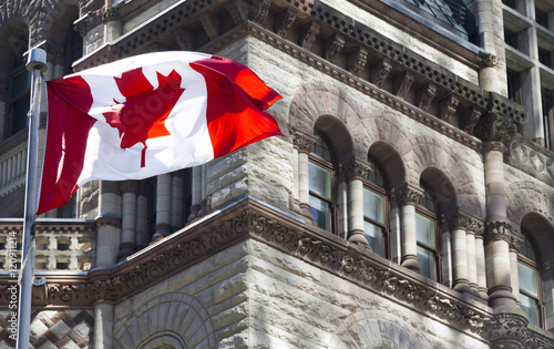 Aluminium Toronto Beautiful Canada flag is waving front of a historical building