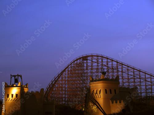 Keuken foto achterwand Amusementspark Achterbahn bei Nacht
