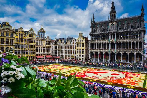 Fotobehang Brussel Tapis de fleurs sur la Grand-lpace de Bruxelles, célébrant l'amitié entre la Belgique et le Japon