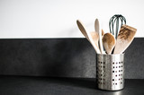 mestoli e utensili in cucina