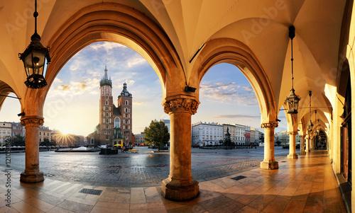 Zdjęcia na płótnie, fototapety na wymiar, obrazy na ścianę : Krakow at sunrise, Poland.