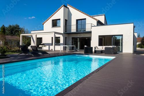 Poster jolie villa avec piscine