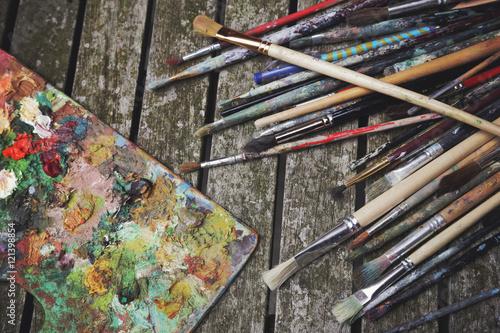 palette et pinceuax de peinture à l'huile