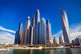 Dubai marina z luksusowych jachtów w Zjednoczonych Emiratach Arabskich