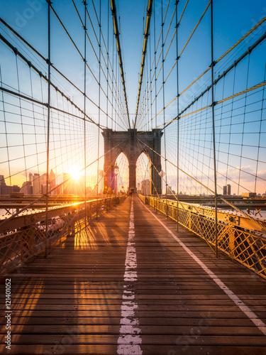 Tuinposter Brooklyn Bridge Brooklyn Bridge in New York im Sonnenlicht