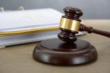 Richterhammer von Richter in Gericht und Justiz