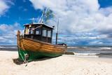 Ein Fischerboot in Ahlbeck auf der Insel Usedom - 121481465