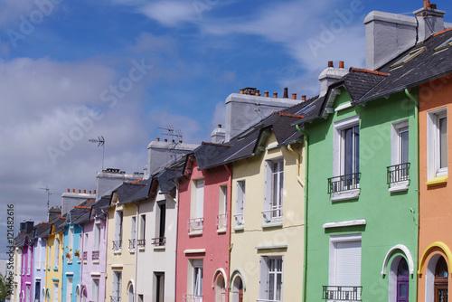 Fotobehang Nice Maisons colorées dans une rue de Brest
