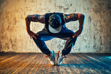 Fototapety Young man break dancing